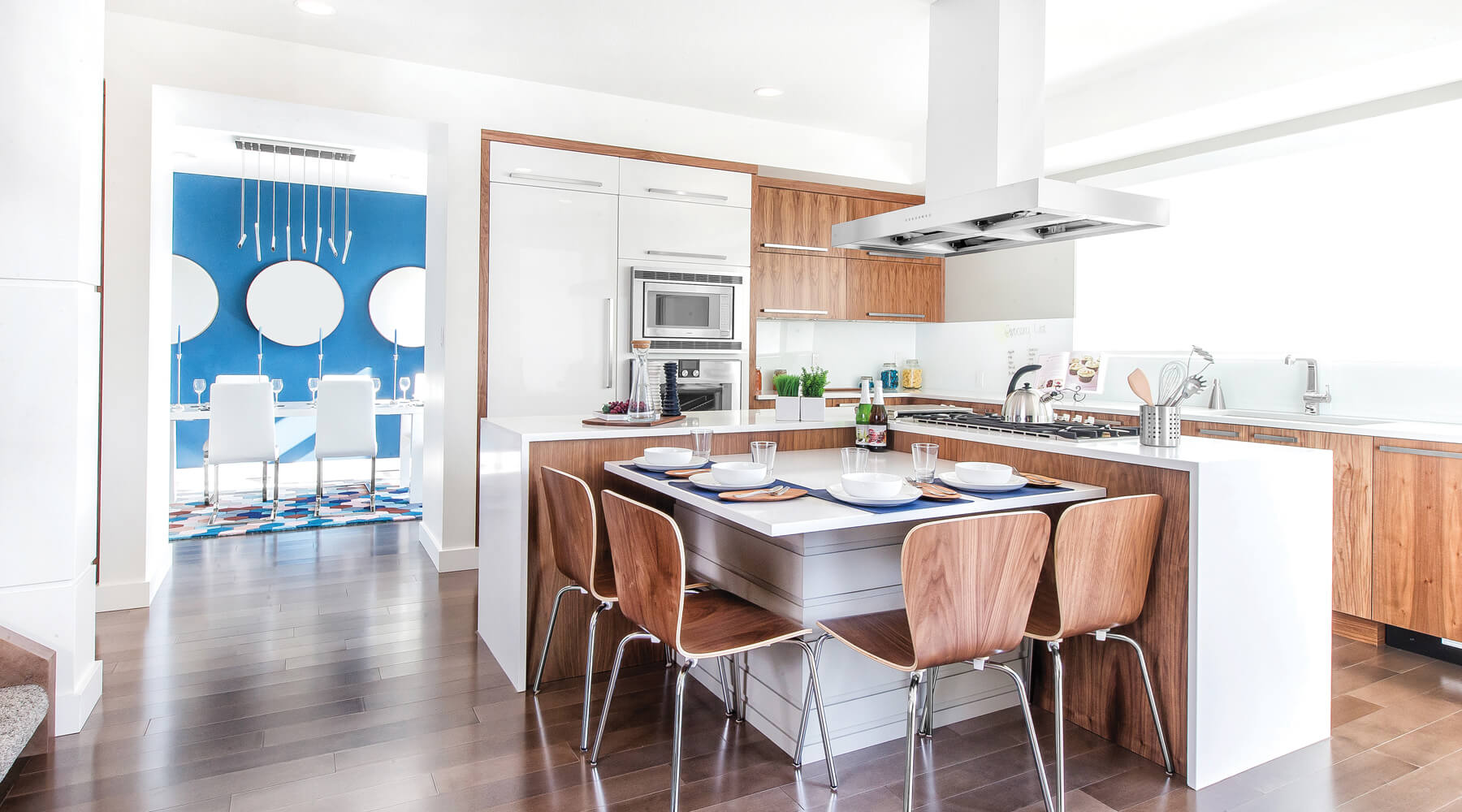 Modern Kanvi Homes kitchen built in Edmonton